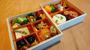 儀式の精進料理の折詰